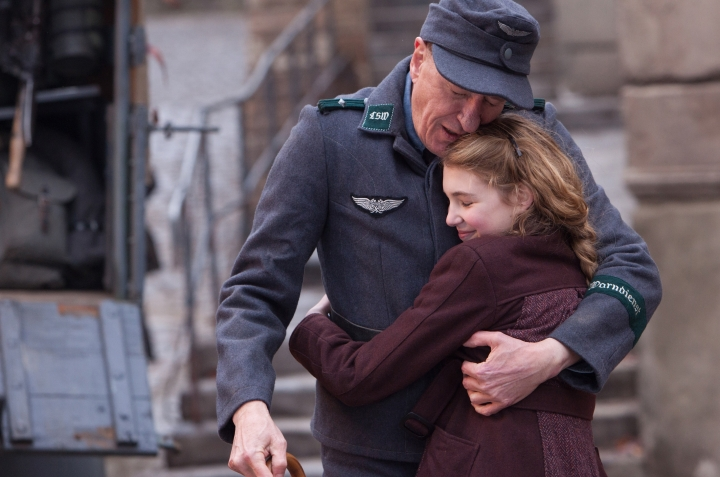 Hans and Liesel (Image via Wallchips)