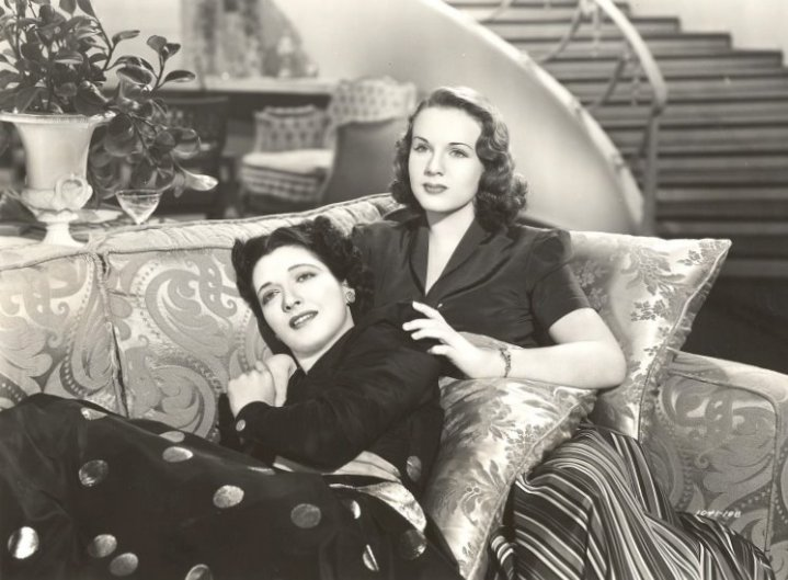 Kay Francis and Deanna Durbin are mother and daughter in this musical. (Image via kayfrancisfilms.com)