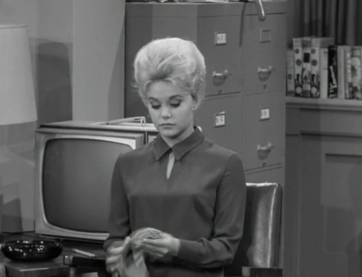 guest stars as Joan. (Screen capture by Lindsey for TMP)