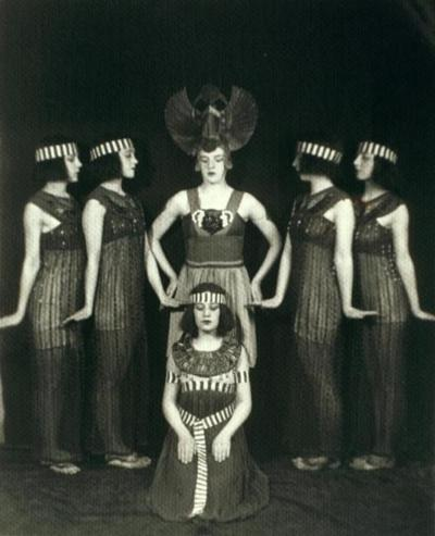 Lillian and fellow Denishawn dancers 1918 (Image via New York Public Library)