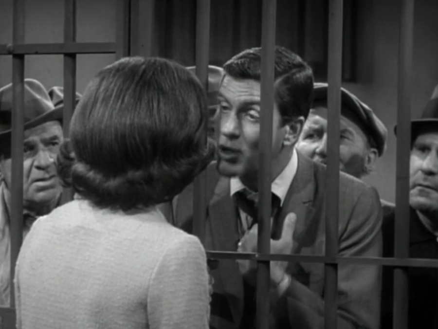 A crowd of criminals gather 'round to hear Rob's story. (Screen capture by Lindsey for TMP)