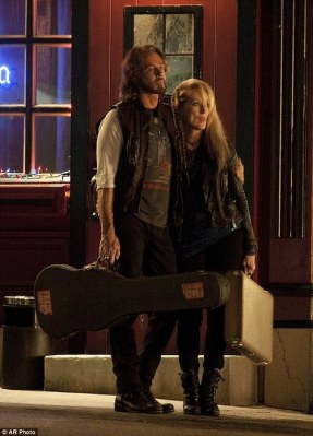 Meryl Streep and Rick Springfield filming Ricki and the Flash (Image via Awards Watch)