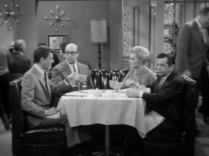 The writers and Mel try to work out a solution to the argument with Alan Brady. (Screen capture by Lindsey for TMP)