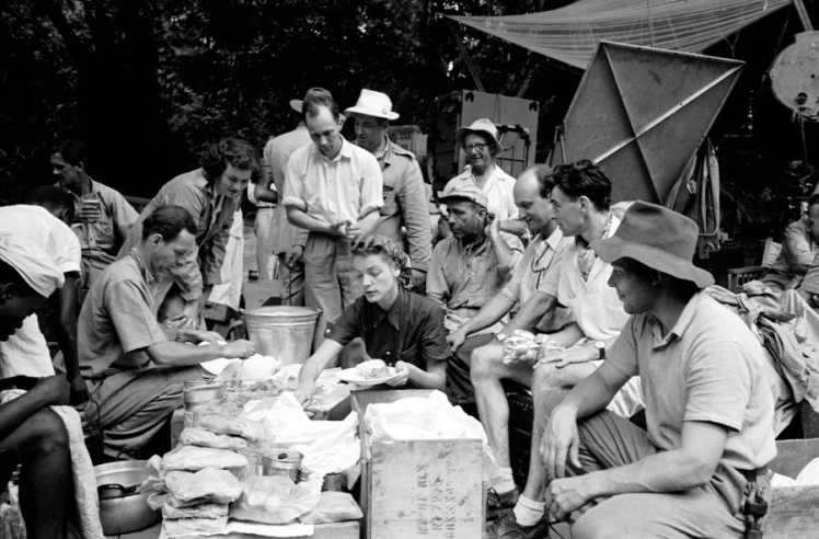 Lauren Bacall makes a camp lunch on the set of The African Queen (Image via vintage.es)