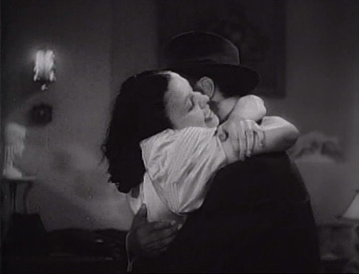Ethel and Duke share a squeeze. (Screen capture by Lindsey for TMP)
