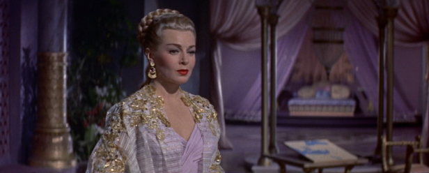 Samarra has a flair for the fancy, wearing gold-accented outfits and decorating her house in purple silks. (Screen capture by Lindsey for TMP)