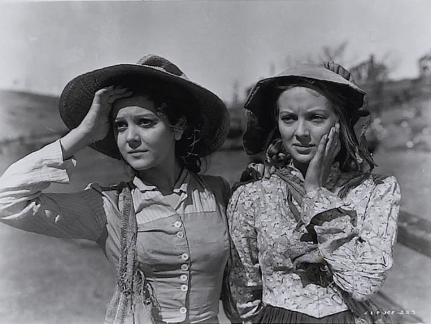 """The other O'Hara sisters: Ann Rutherford ("""""""") and Evelyn Keyes (""""Suellen"""") in Gone With the Wind (Image via The Redlist)"""