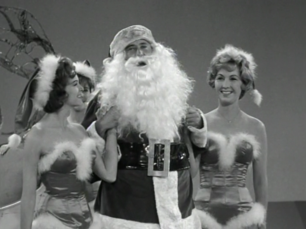 Alan Brady and his elves (Screen capture by Lindsey for TMP)
